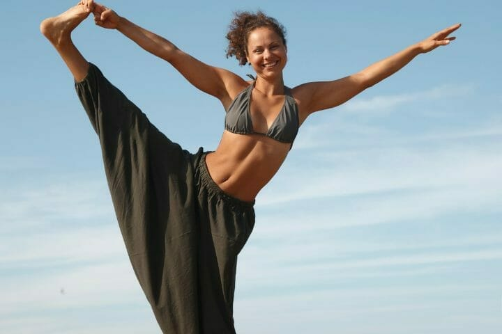 How Old Is Sarah Starr From Happy Yoga